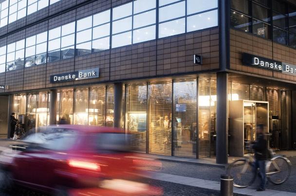 Danske Bank dismisses head of banking DK